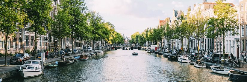 Wide shot of Amsterdam canal